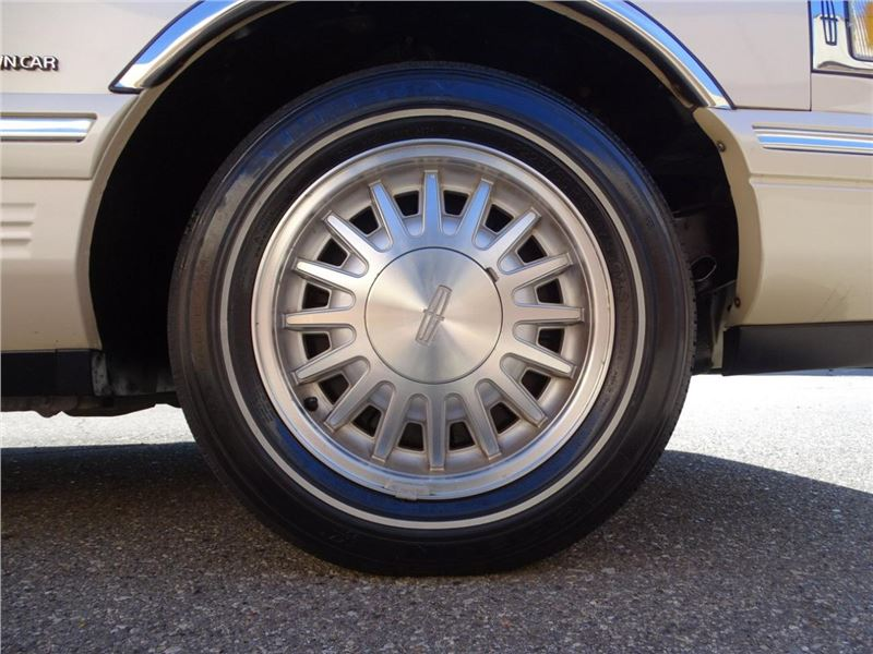 1997 lincoln town car tires