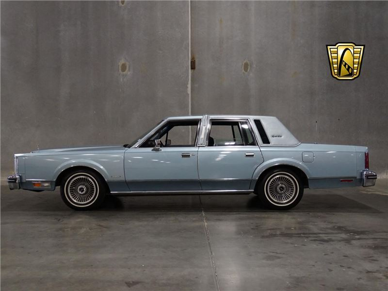 1982 Lincoln Town Car for sale in for sale on GoCars