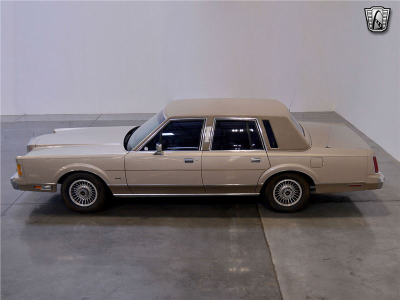 1989 Lincoln Town Car for sale in for sale on GoCars