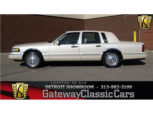 1997 Lincoln Town Car for sale in Dearborn, Michigan 48120