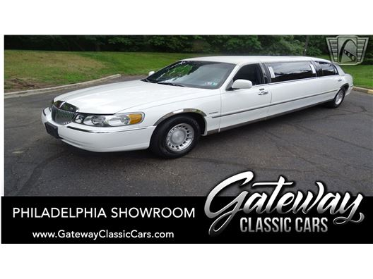 2001 Lincoln Town Car for sale in West Deptford, New Jersey 8066